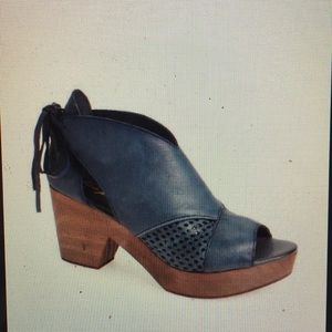 Free people revolver clog in blue size 38